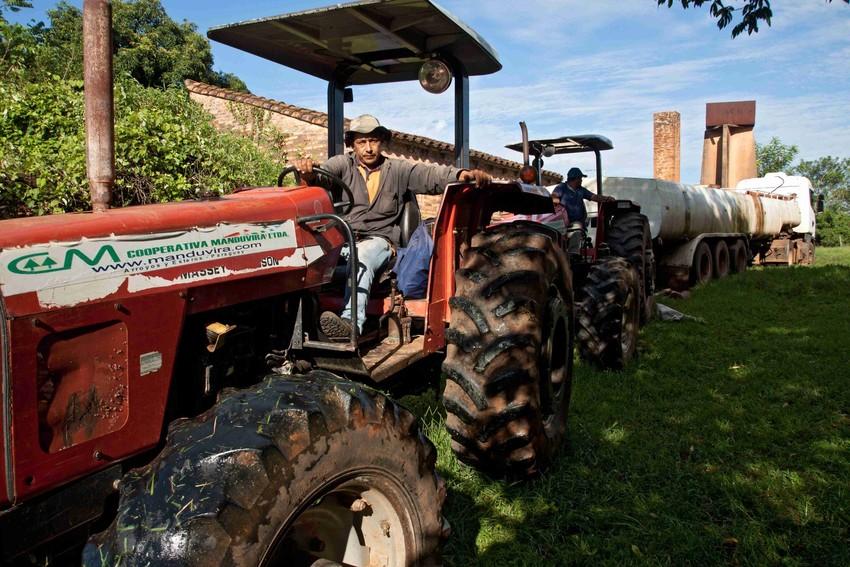 Fairtrade umożliwił zakup ciągnika i pługu wypożyczanych członkom spółdzielni za jedną trzecią stawek rynkowych
