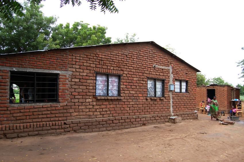 Większość zrzeszonych w związku rolników przeniosło się z krytych strzechą chat do nowo wybudowanych domów z cegły.