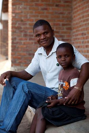 Henry Matenda uprawia trzcinę cukrową na polu o powierzchni 2,5 hektara.